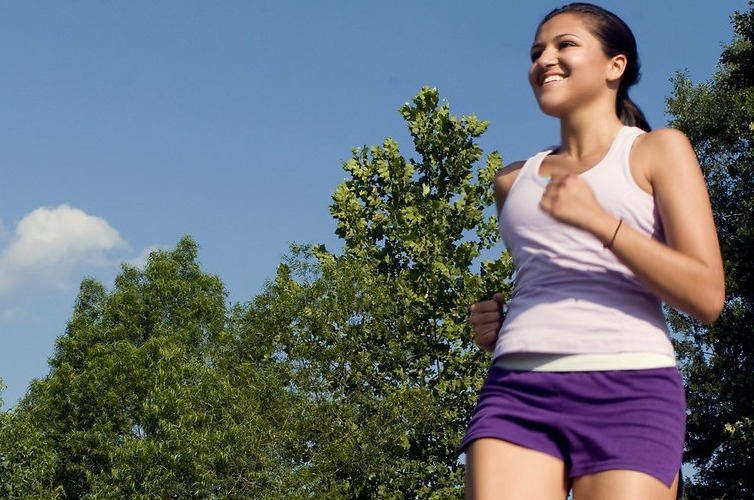 Exercise Women   Free A young woman jogging outdoors 15257